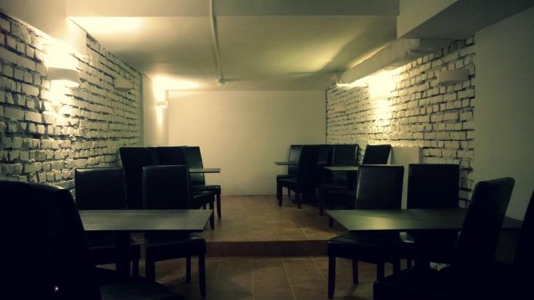 Tak - na razie - wygląda jedna z sal restauracji, która zostanie otwarta w najbliższym czasie