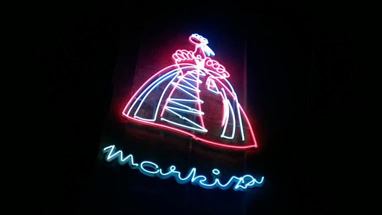 Nowa Huta neony Markiza